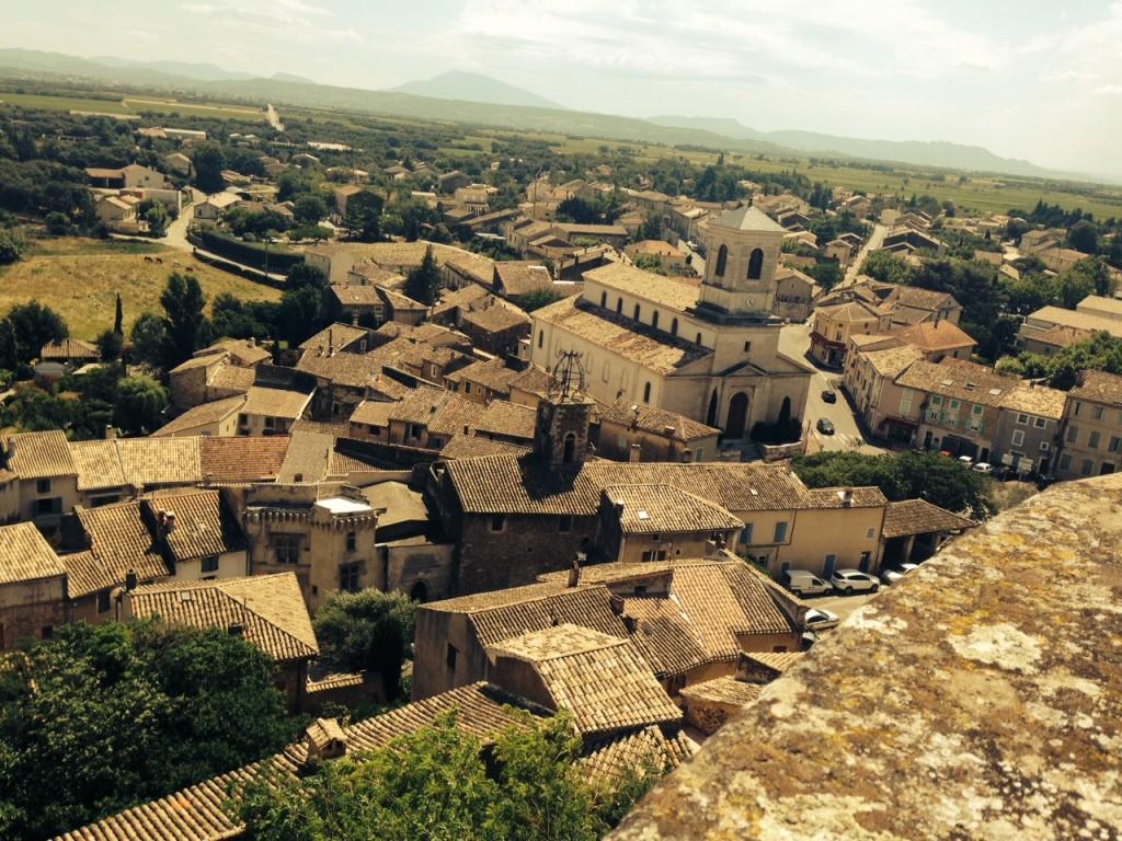 Vue du château du village de Suze-La-Rousse
