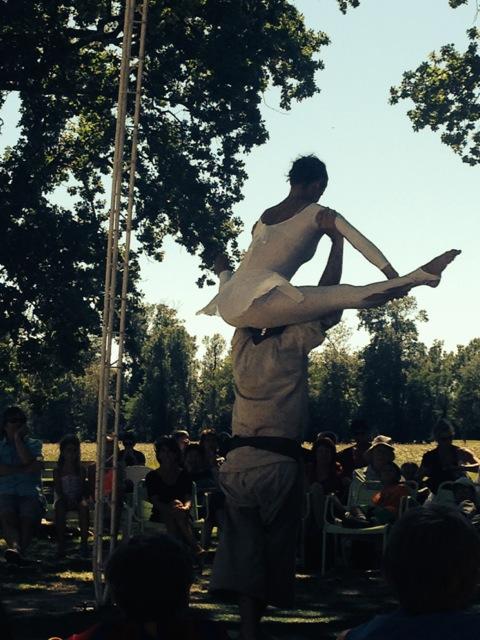 Le danseur sur les épaules